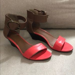 Coral and tan wedge